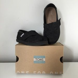 TOMS Tiny Classic Black Glimmer Shoes 6 Toddler